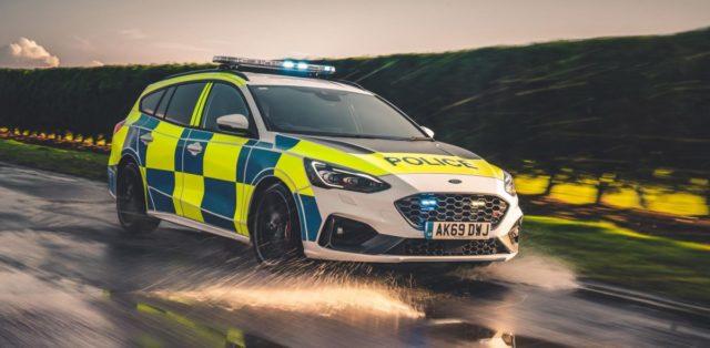 policie-velka-britanie-ford-focus-st-combi-a-ford-ranger-raptor- (4)