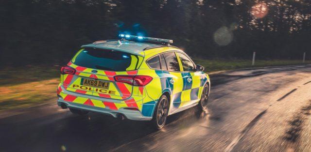 policie-velka-britanie-ford-focus-st-combi-a-ford-ranger-raptor- (5)