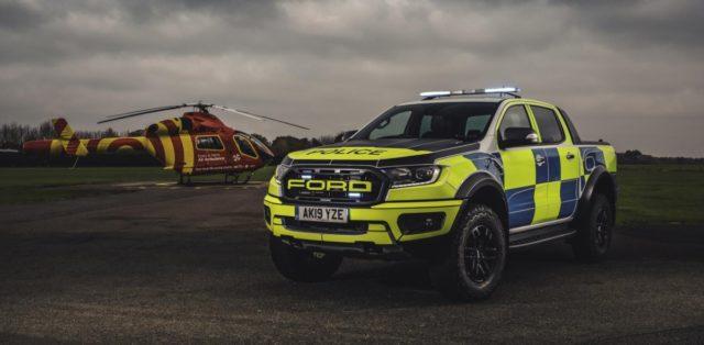 policie-velka-britanie-ford-focus-st-combi-a-ford-ranger-raptor- (7)