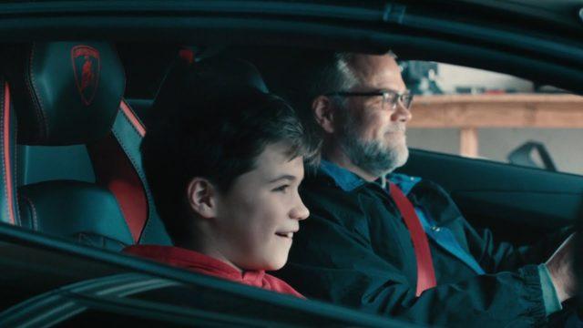 Otec staví synovi repliku Aventadoru pomocí 3D tisku. Lamborghini na to o Vánocích zajímavě zareagovalo