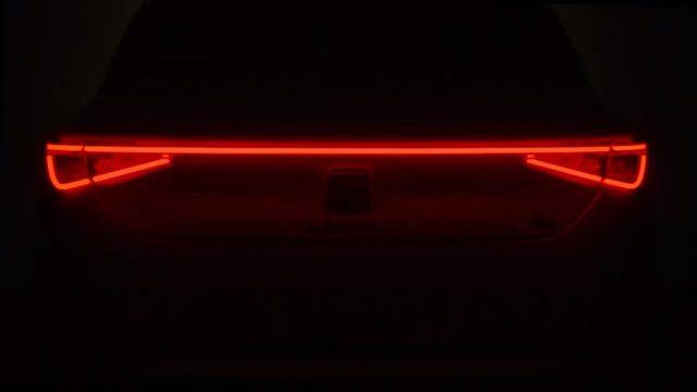Nový SEAT Leon bude odhalen koncem ledna. Dostane i hybridní techniku