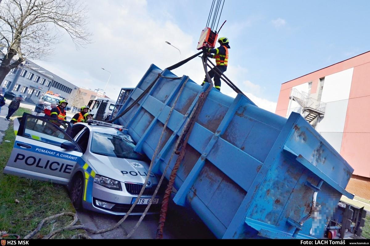 kontejner-skoda-octavia-policie