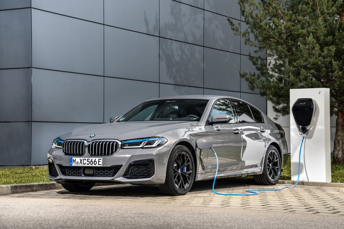 2020-plug-in-hybrid-bmw-545e-xdrive- (1)