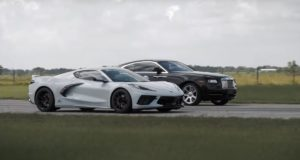 sprint-chevrolet-corvette-c8-a-rolls-royce-wraith-video