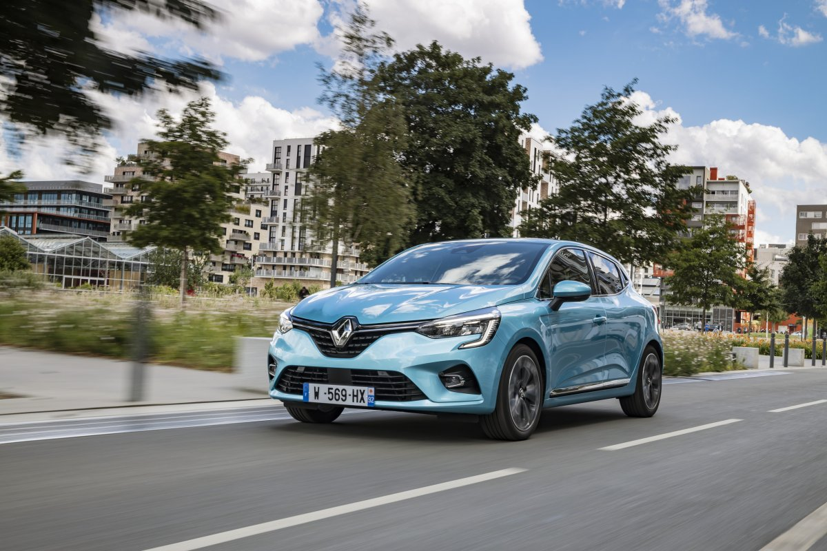 2020-Renault_CLIO_E-TECH-hybrid-1