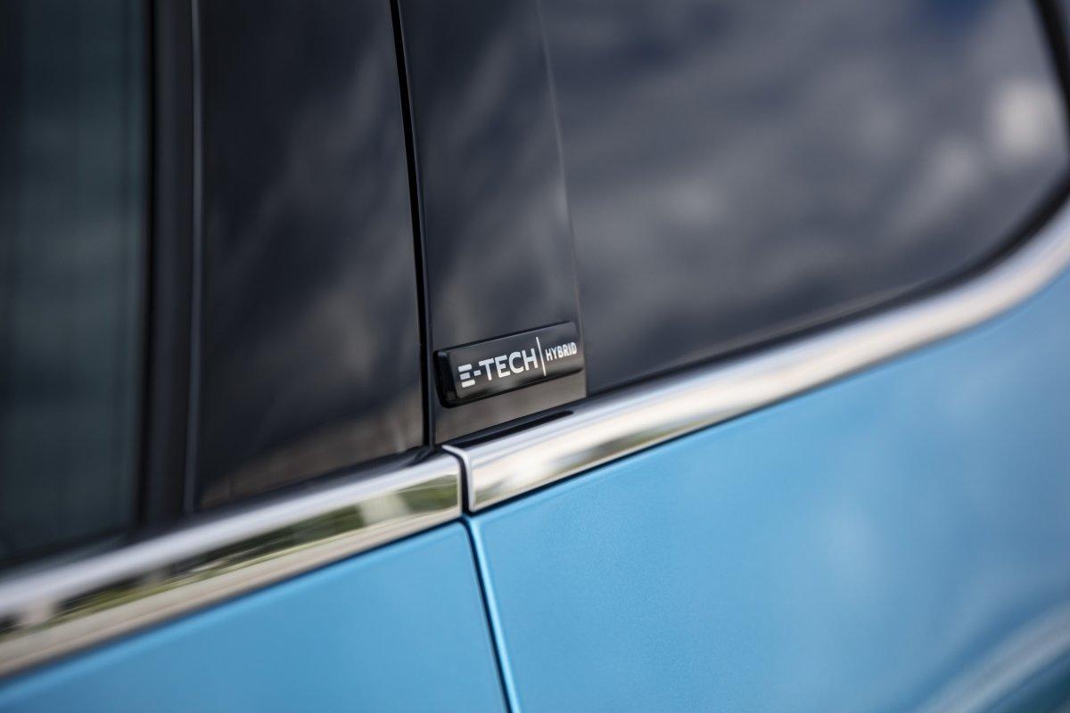 2020-Renault_CLIO_E-TECH-hybrid-5