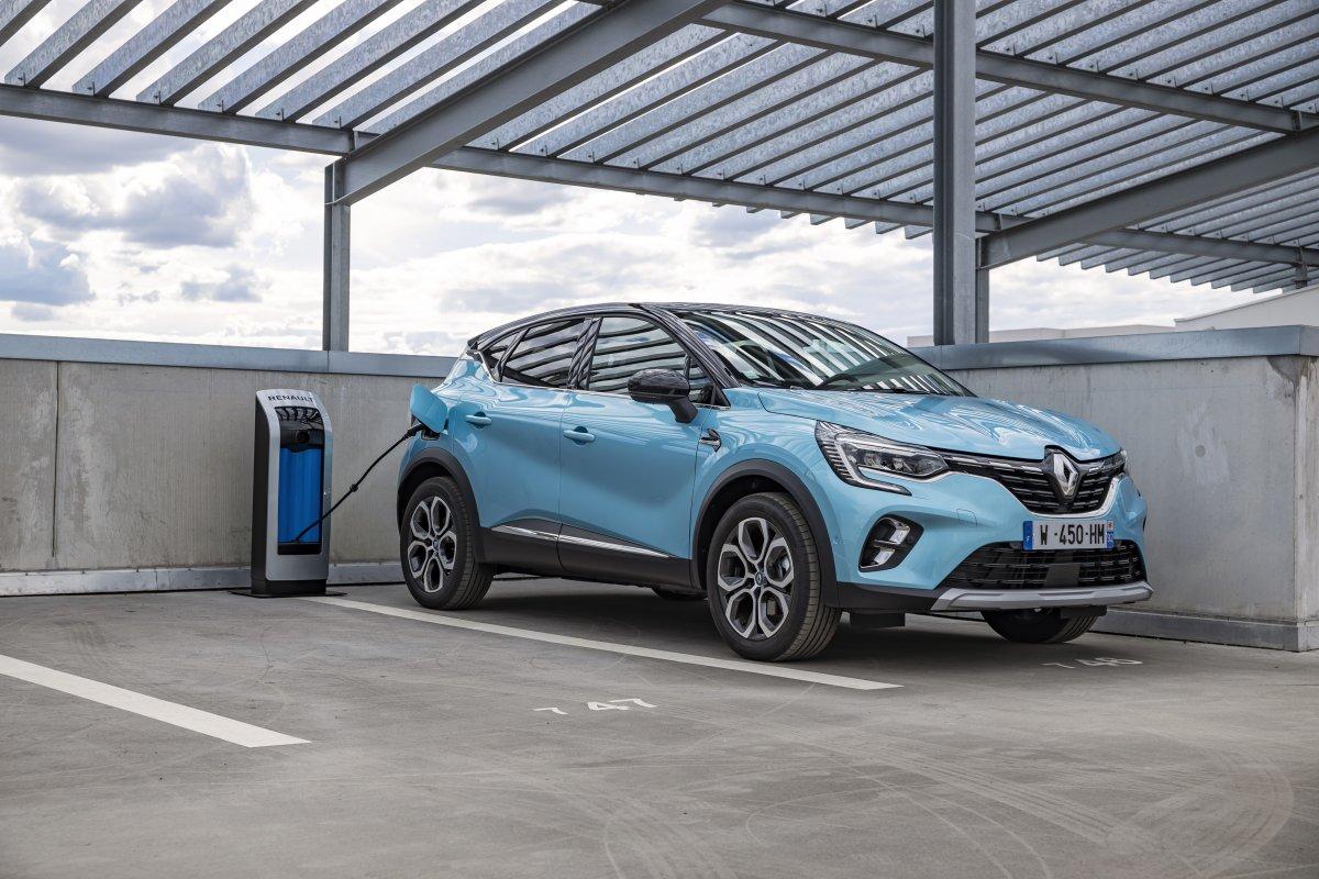 2020-Renault_Captur_E-TECH-plug-in_hybrid-1