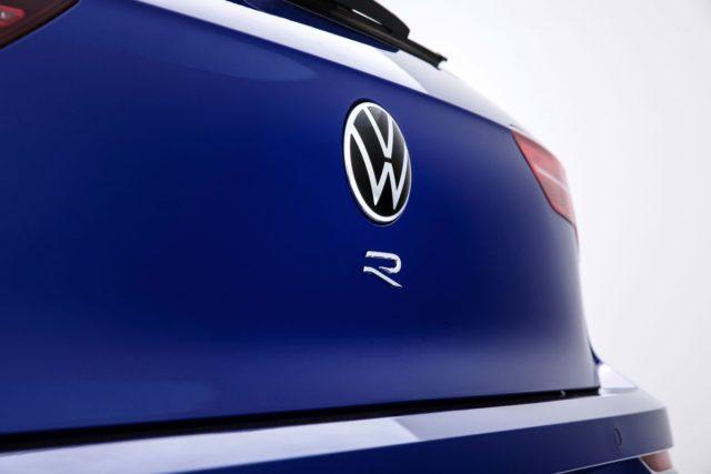 teaser-2021-volkswagen-golf-r